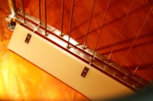 Moderner Kupferkessel mit Harfe