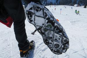 Schuhsohle mit Ezy Shoes Schneeketten
