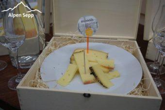 Edelbrand Verkostung mit Käse