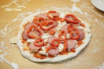 Pizza belegt
