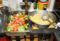 Käsespätzle Kreuz Bildstein - frische Salate